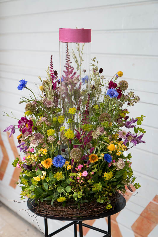 Flowered stand for urn